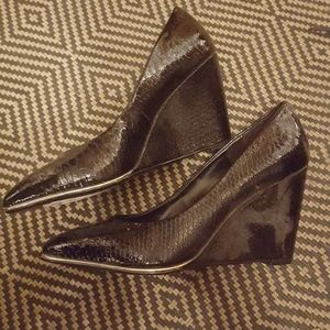 expression Shoes - Heeled wedges (snakeskin design with gold trim)